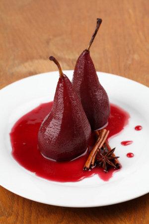 Груши в красном десертном вине Баньюльс