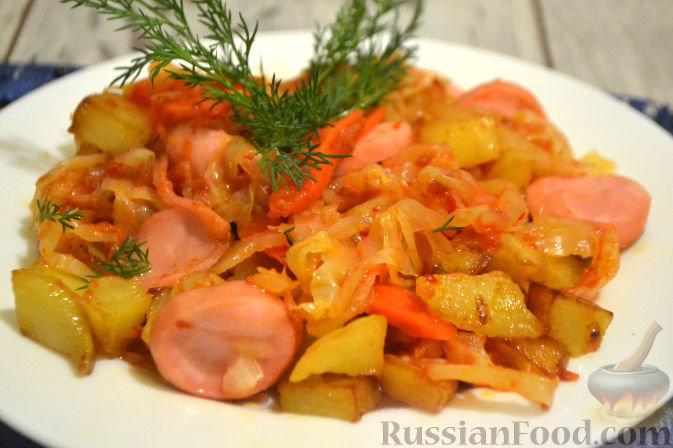 картошка тушеная с капустой и сосисками