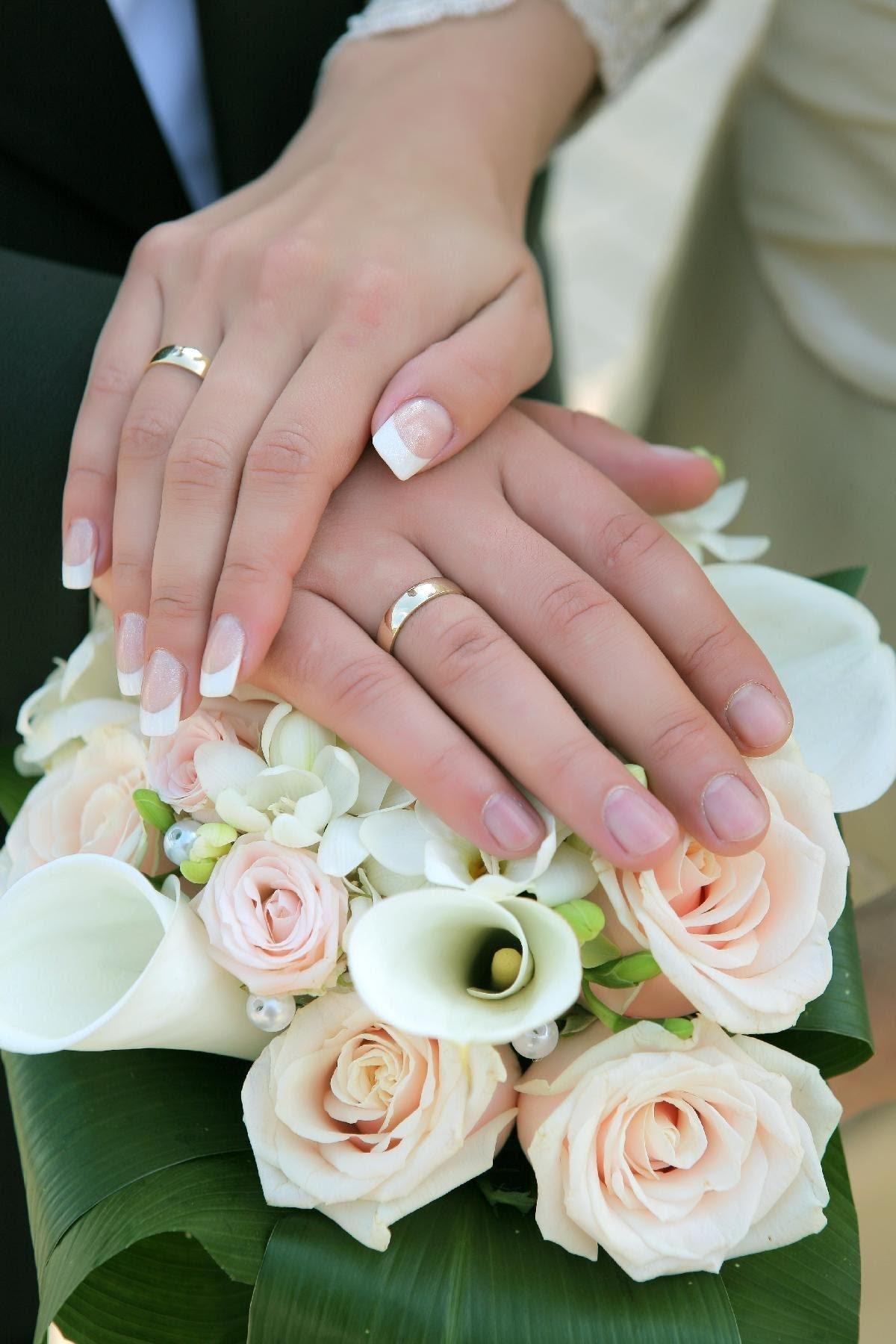 Праздничные, картинки две руки с обручальными кольцами