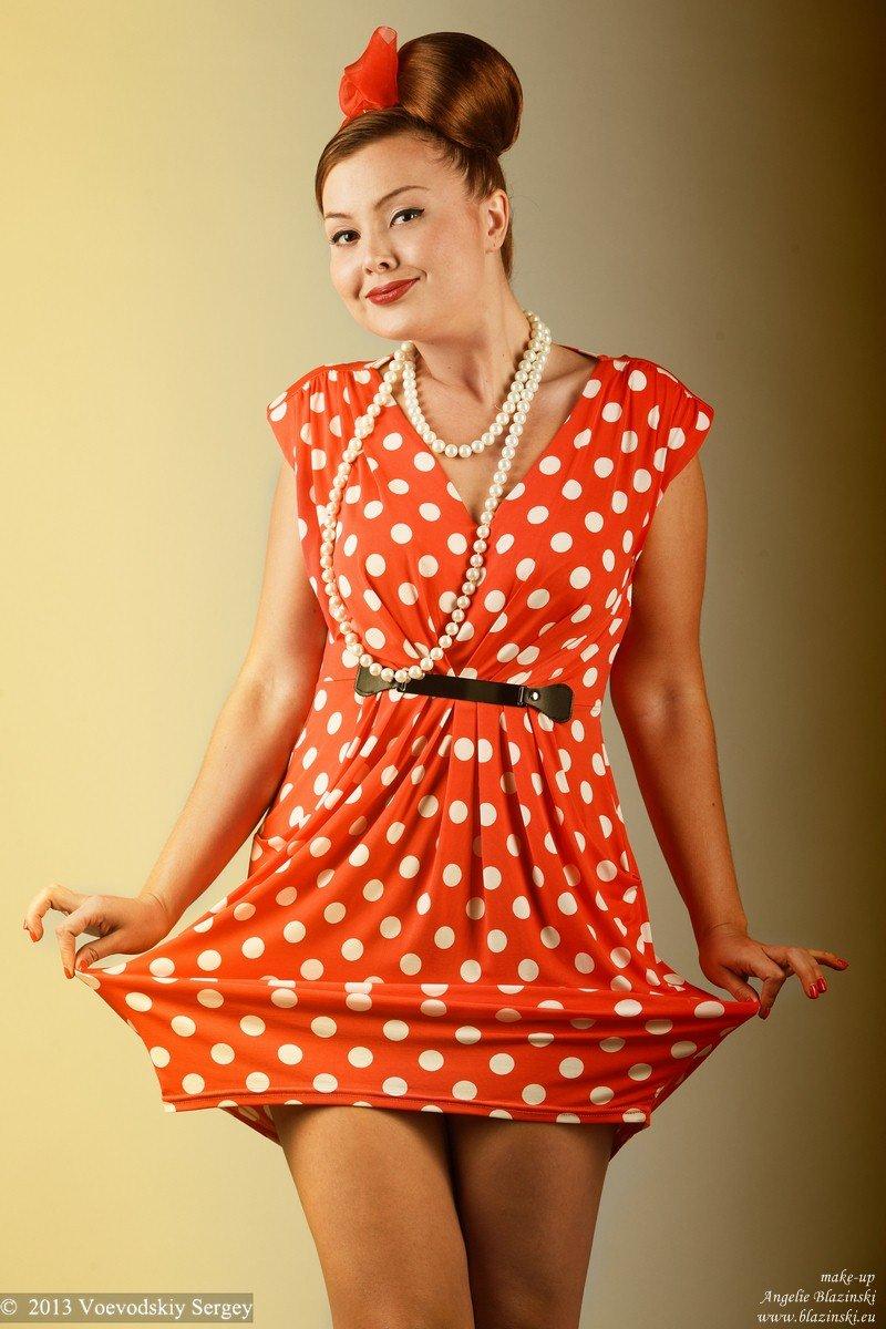 эротические фото женщин в красном платье в горошек - 12