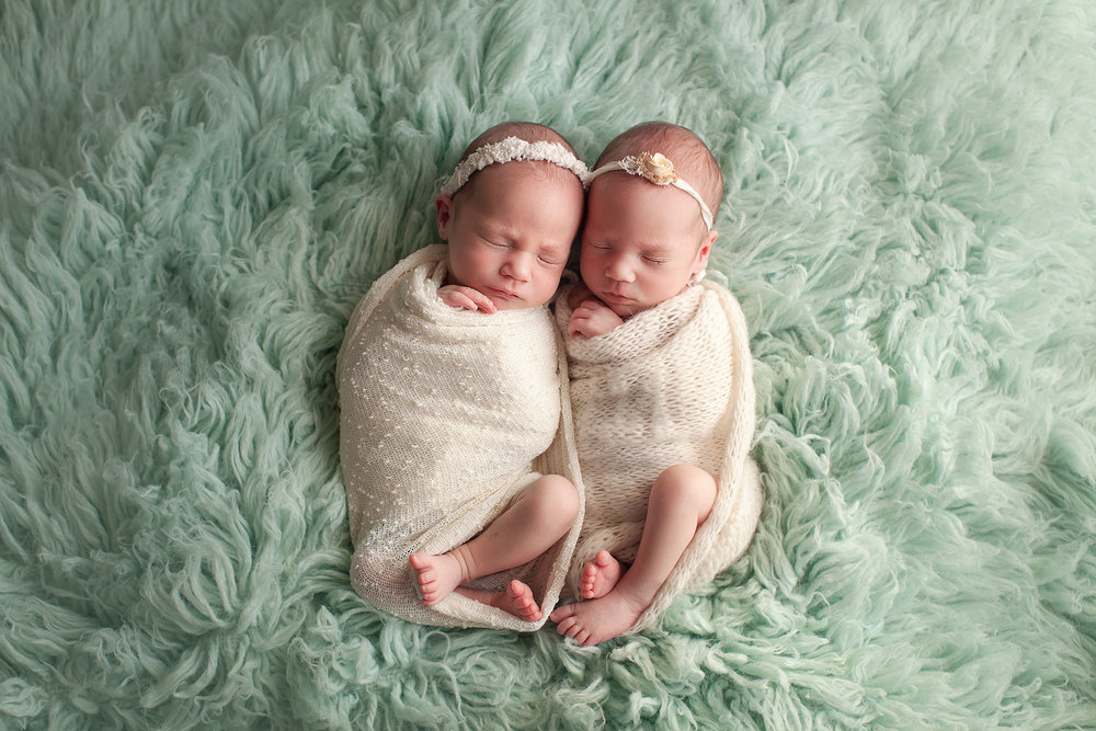Картинка близнецов младенцев