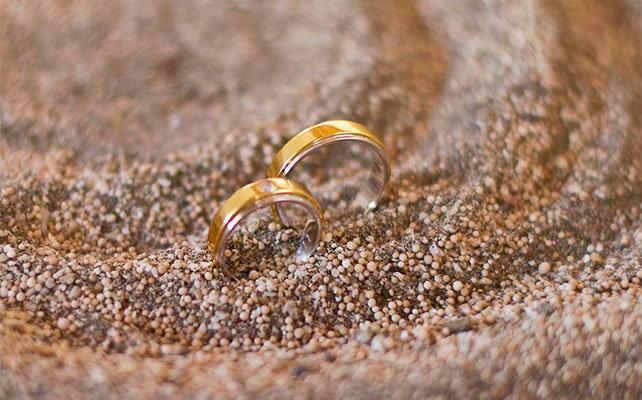 уронить кольцо обручальное на пол примета научные медицинские офицеры