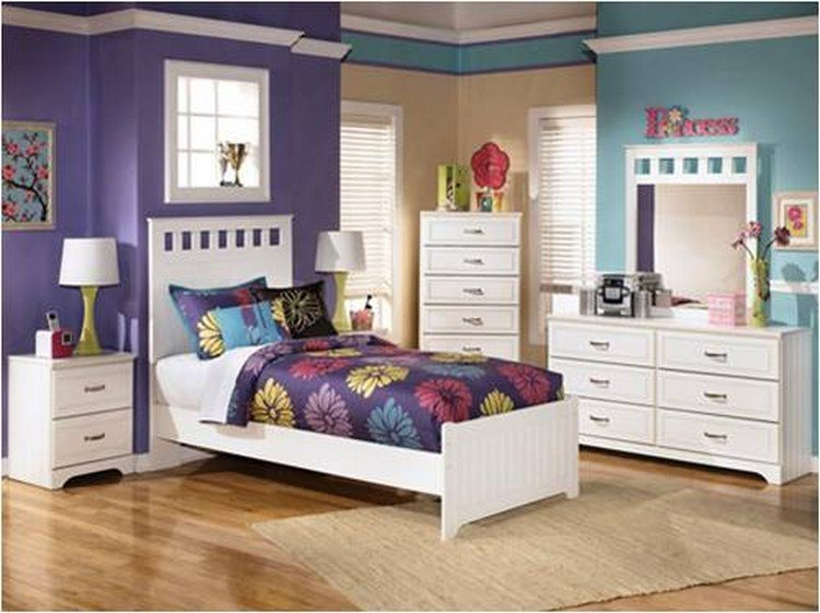 Правильно расставленные акценты в интерьере маленькой спальни.