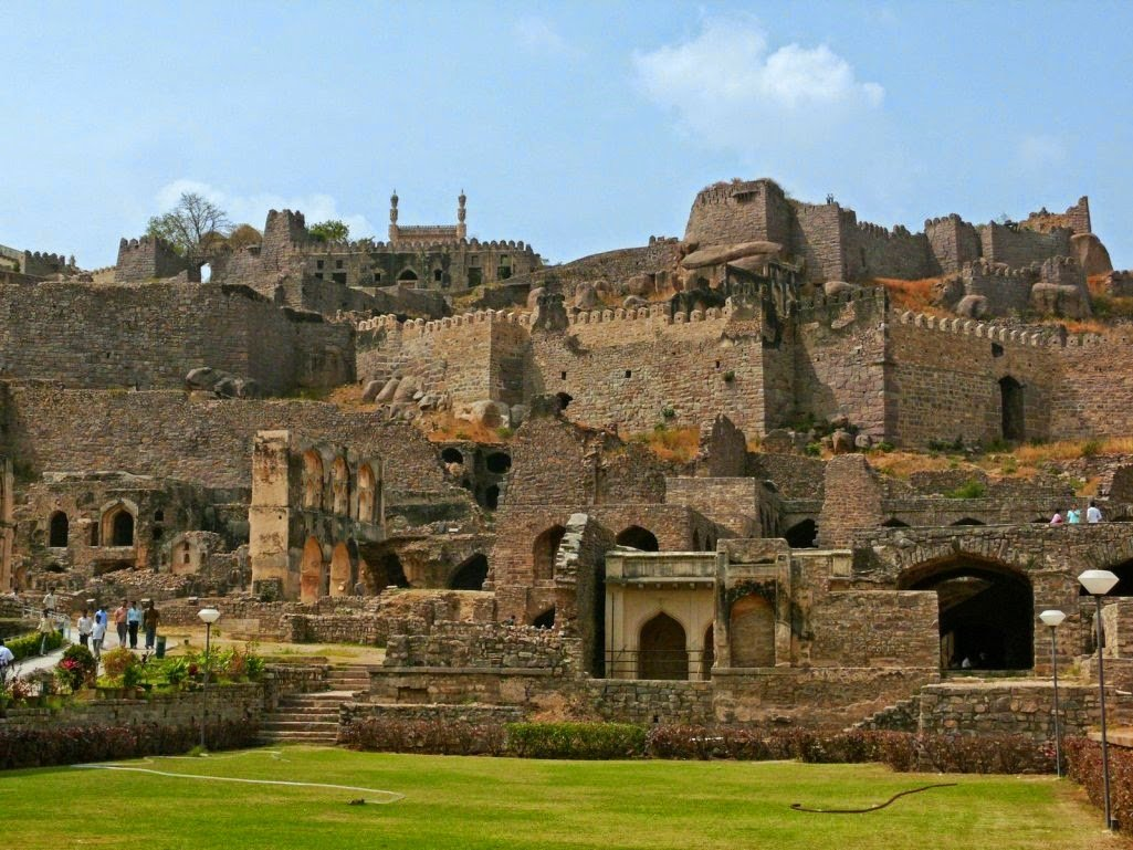 tourist spots of hyderabad Hmmm hyderabad is the land of many tourist places like golkonda, charminar, hussain sagar, salar jung museum, birla mandir, makkah masjid, nehru zoological park, chowmahalla palace and lot more.