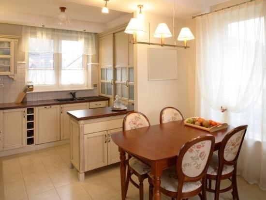 бежевые стены на кухне фото
