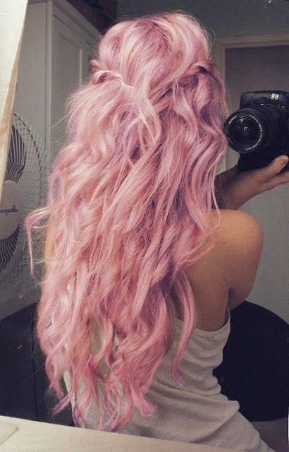 Розовые длинные волосы
