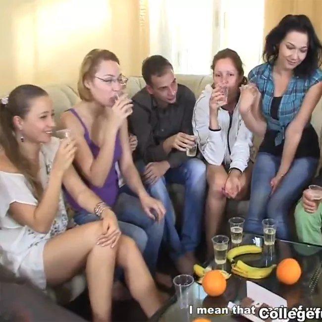 Порно фильмы русские студентки после сессии шампанское