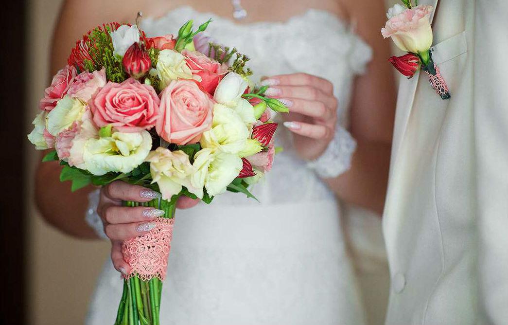 Покупают, свадебный букет в загс №1