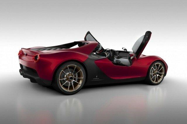Speedster Concept Aston Martin - спортивный автомобиль с шестью литрами объёма двигателя, около четырёх с половиной метра длины и с быстрой секвентальной коробкой передач.