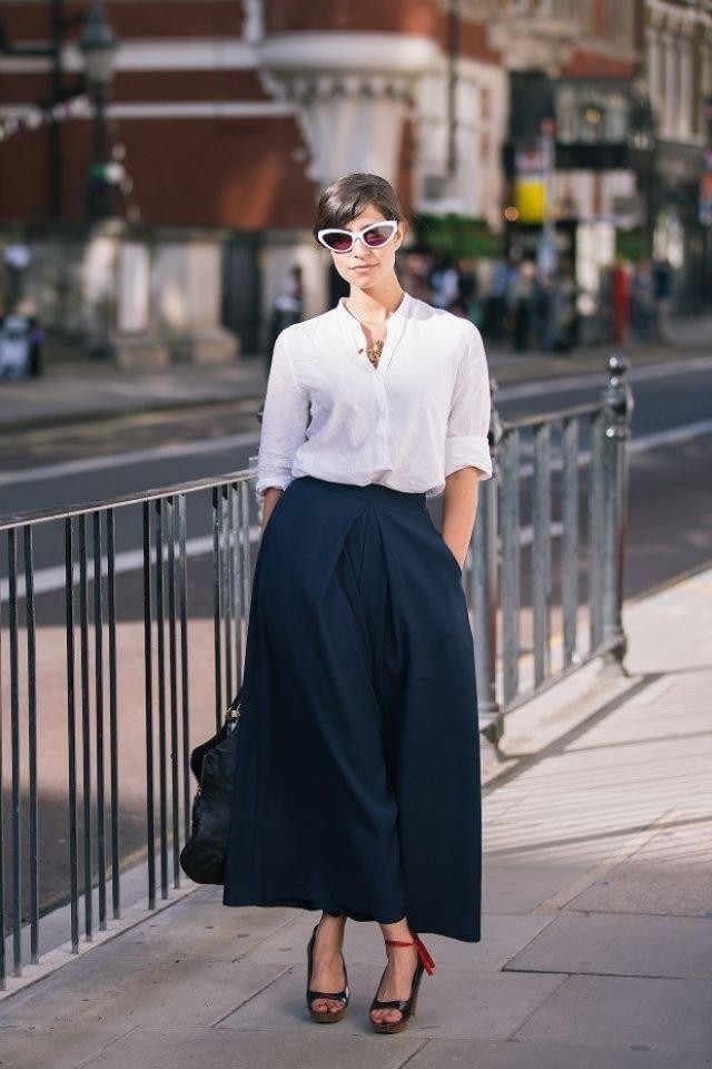 Белая рубашка и черная юбка