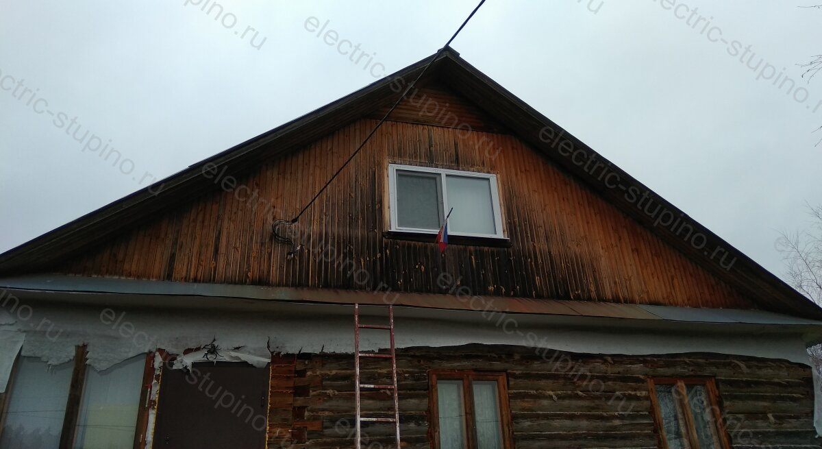Крепление СИП к стене деревянного дома на анкерном зажиме ЗАБ 16-35