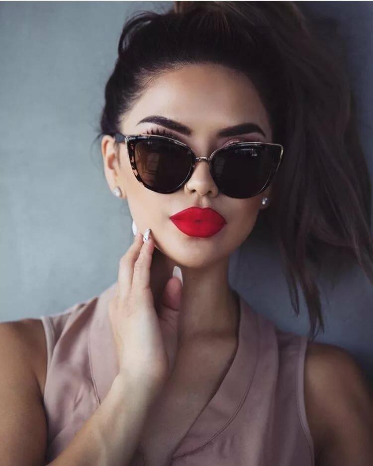 Красные губы и очки картинки
