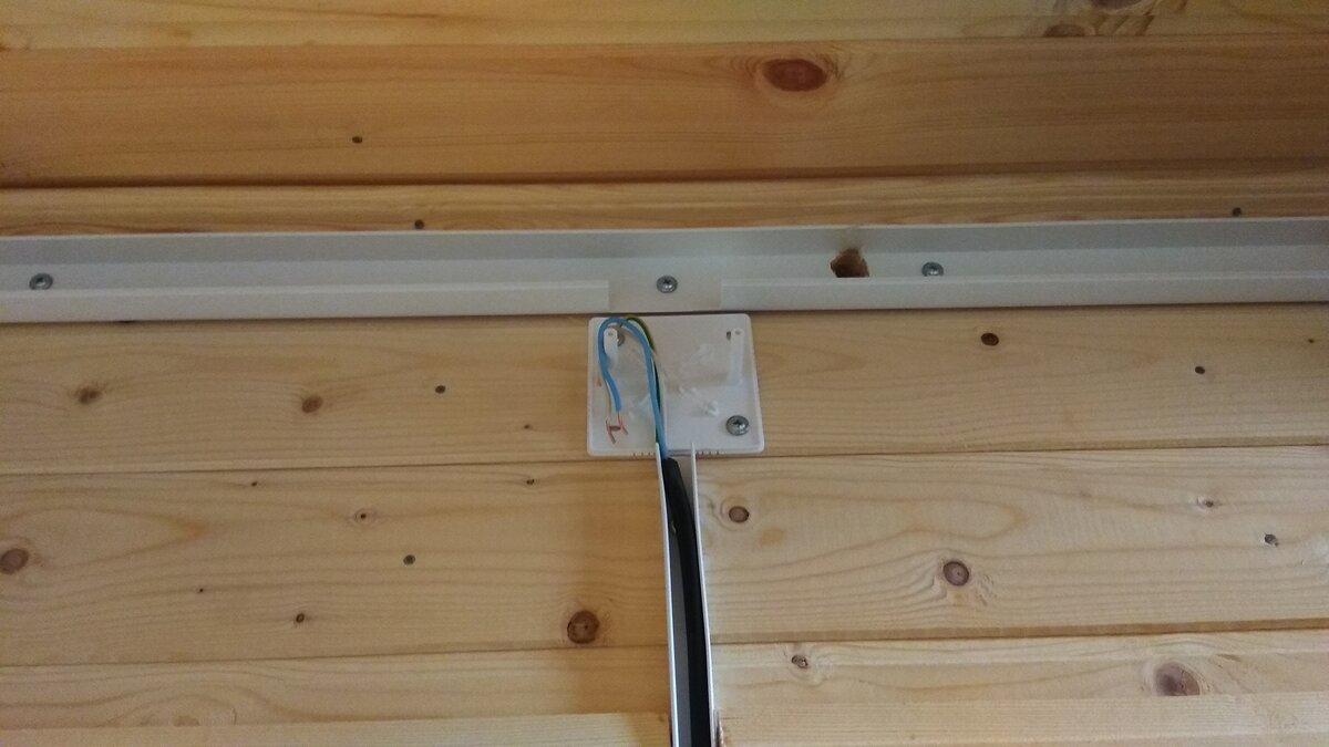 Установка распаечной коробки в деревянном доме