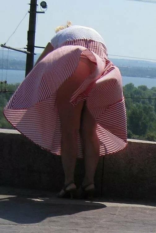 видео под платьем у старушек