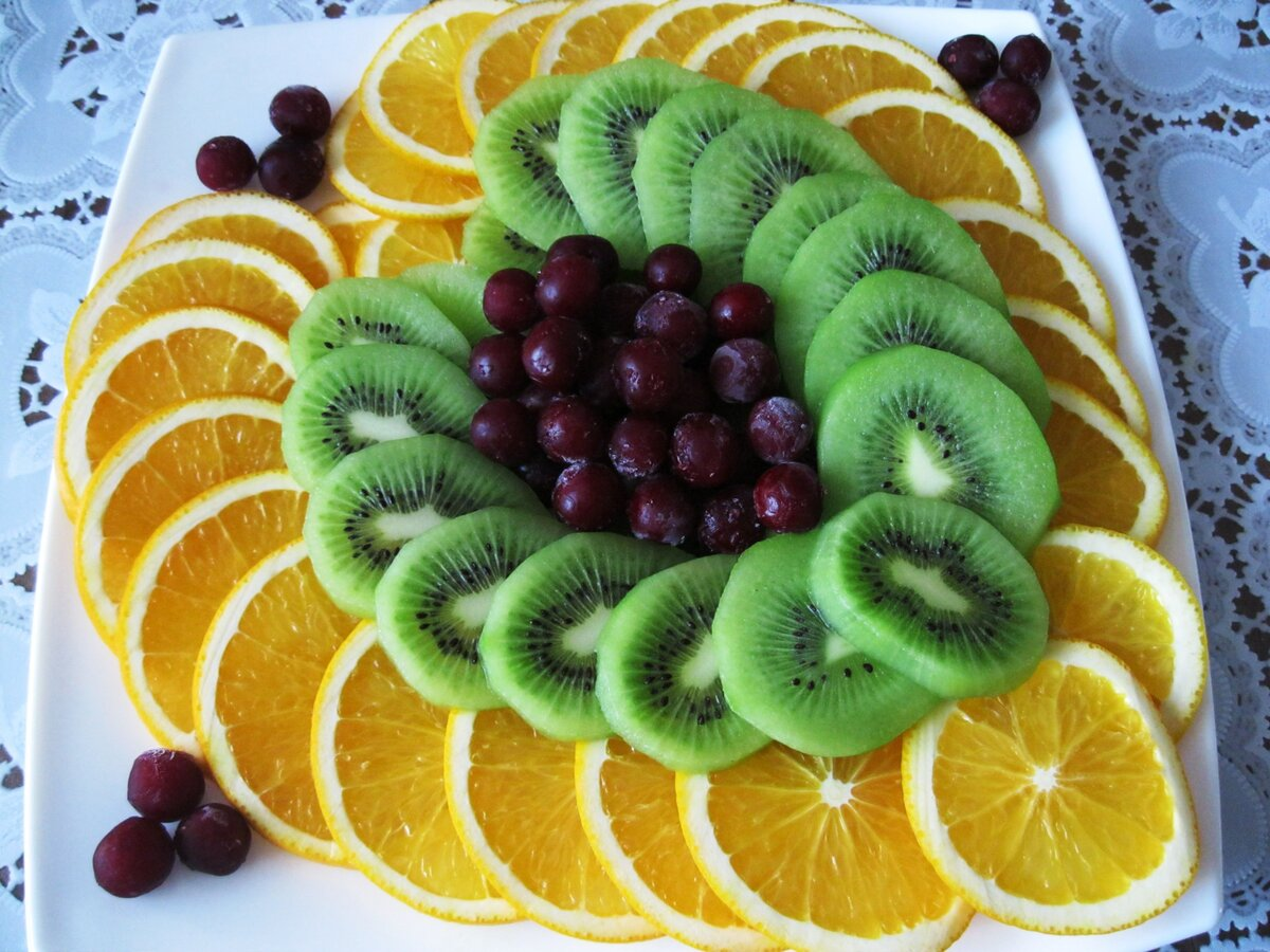 нарезка фруктов на праздничный стол фото