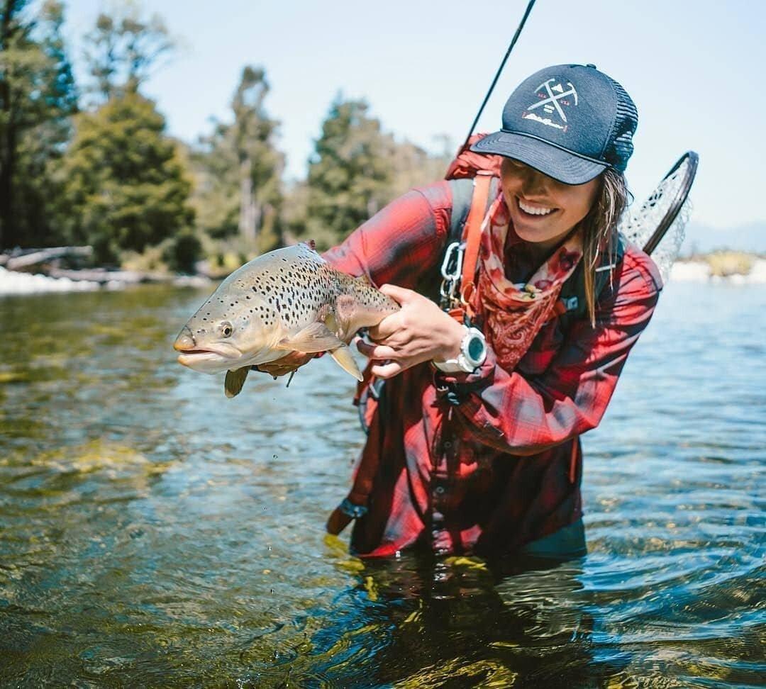 Картинки женщины на рыбалки