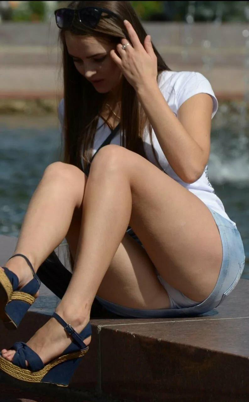 Hot legs upskirt
