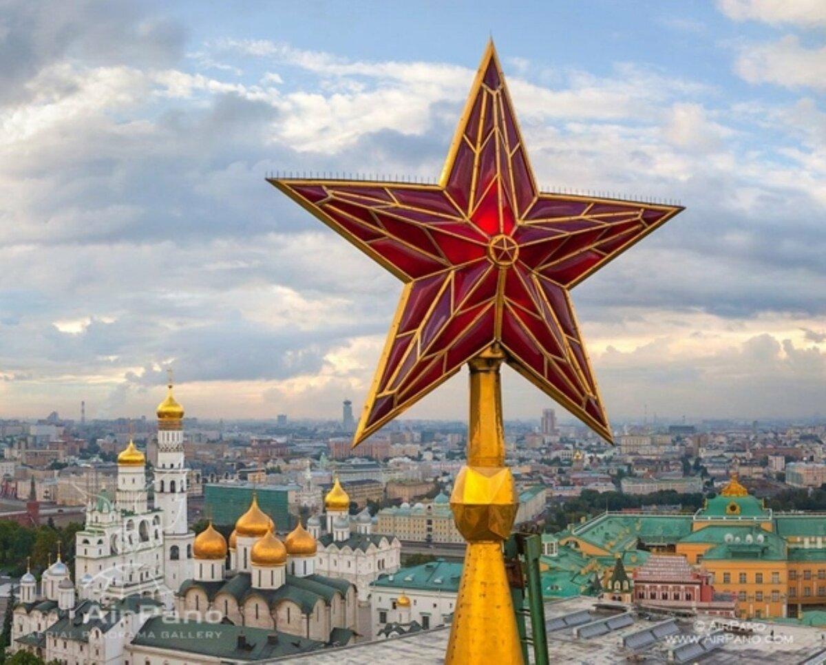 24 октября 1935 года на Спасской башне Московского Кремля установлена первая пятиконечная звезда