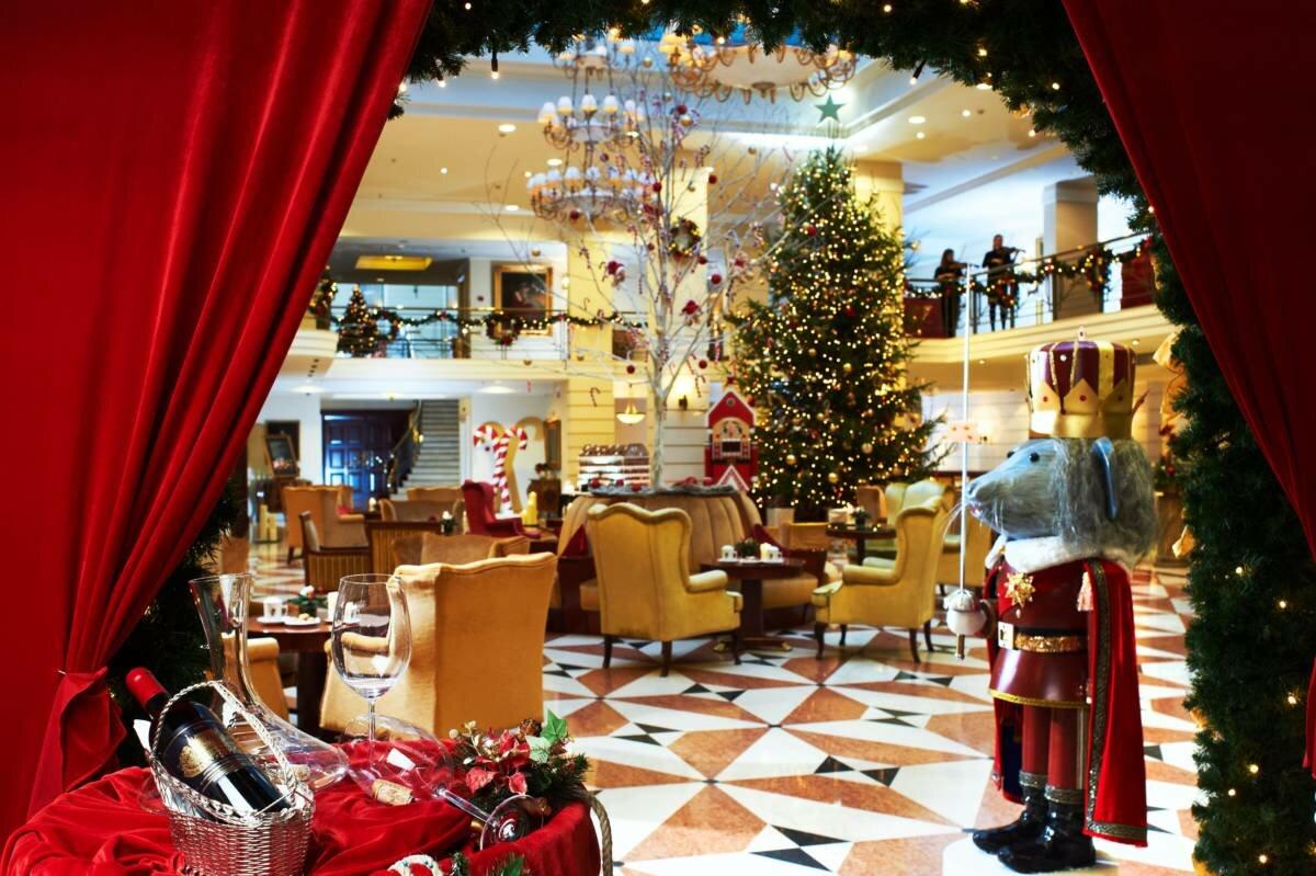 резьбой дереву фото ресторан москва в спб предновогодний описание