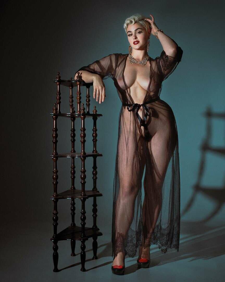 Stefania Model Nude