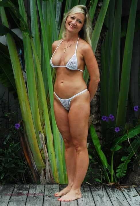Mom bikini video