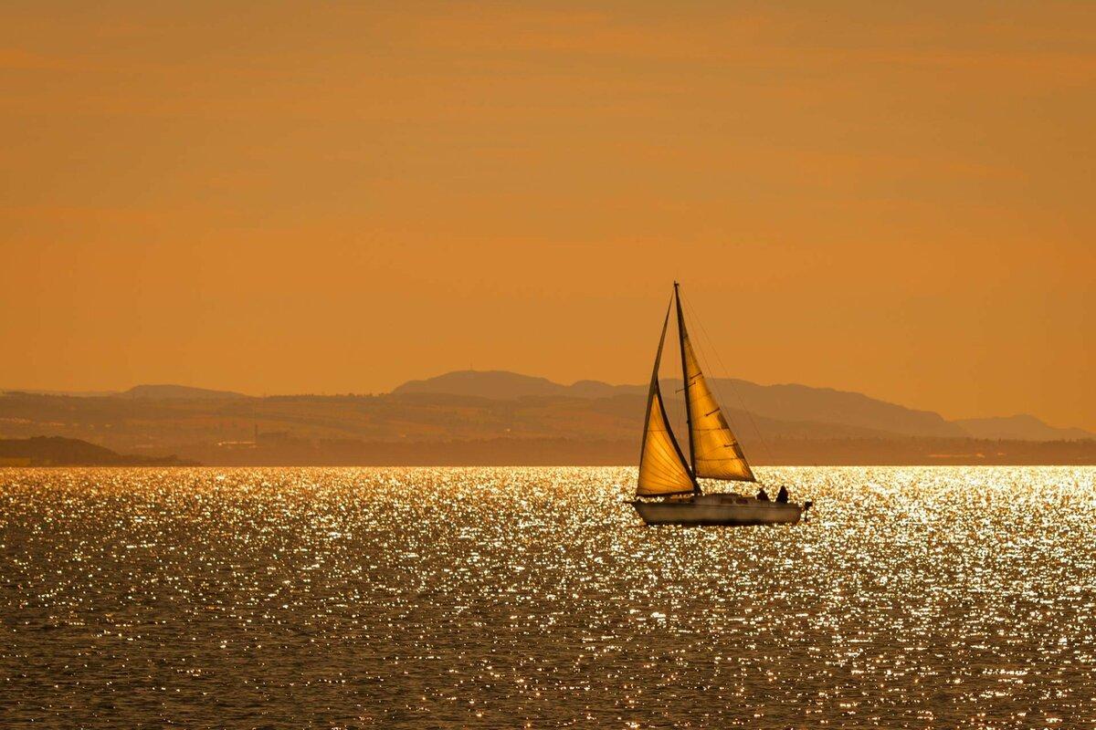картинки хорошая лодка с парусами