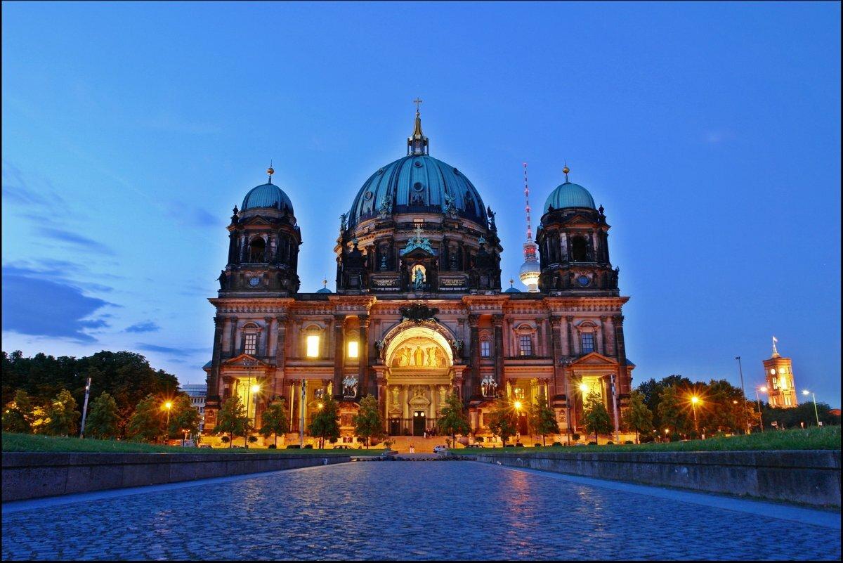 многим картинки про немецкий город берлин виде подушки удивительная