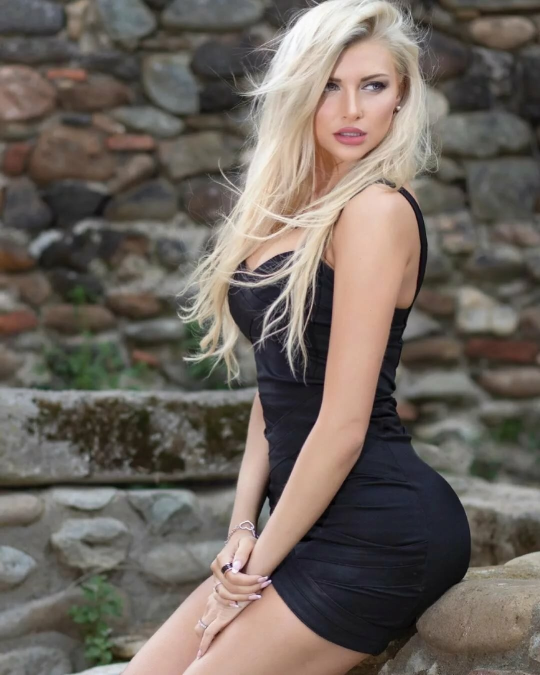 chavvy-blonde-girl-amazon