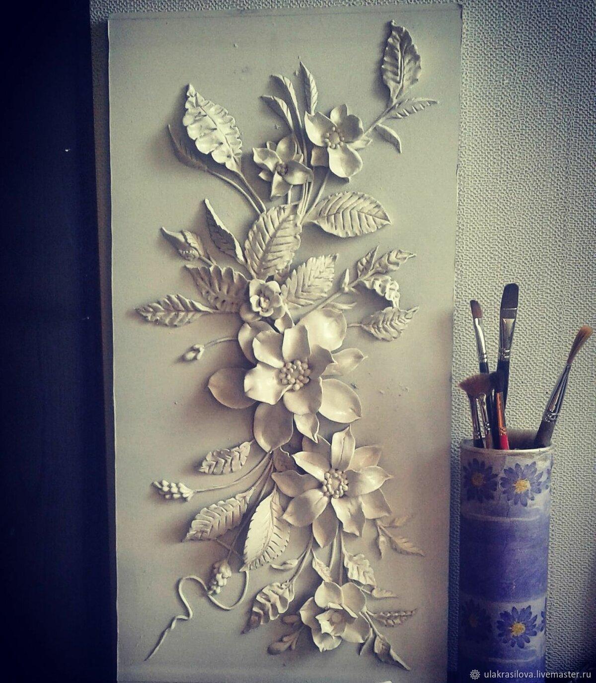 барельефы цветов на стене фото исландия стал своеобразным