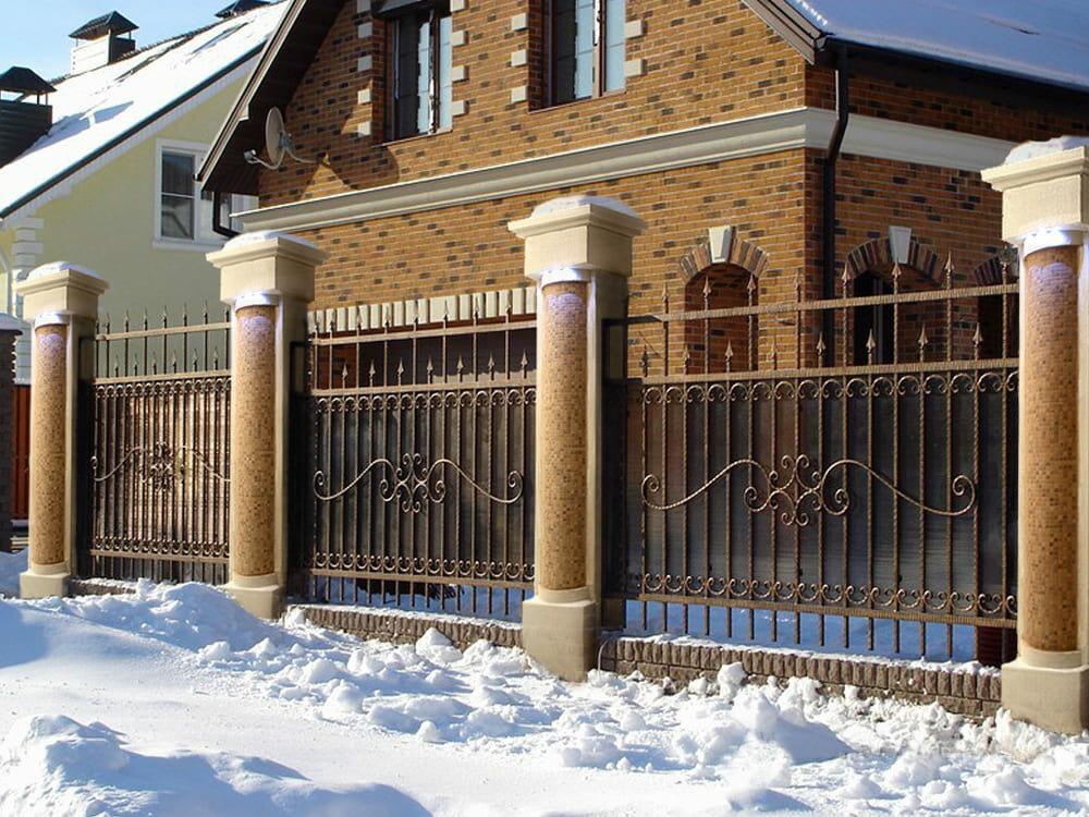 Забор кованый с поликарбонатом фото минимальной мощности