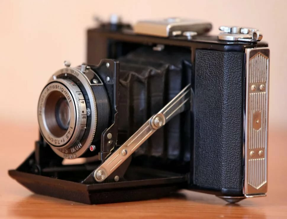 Дорогой старый фотоаппарат