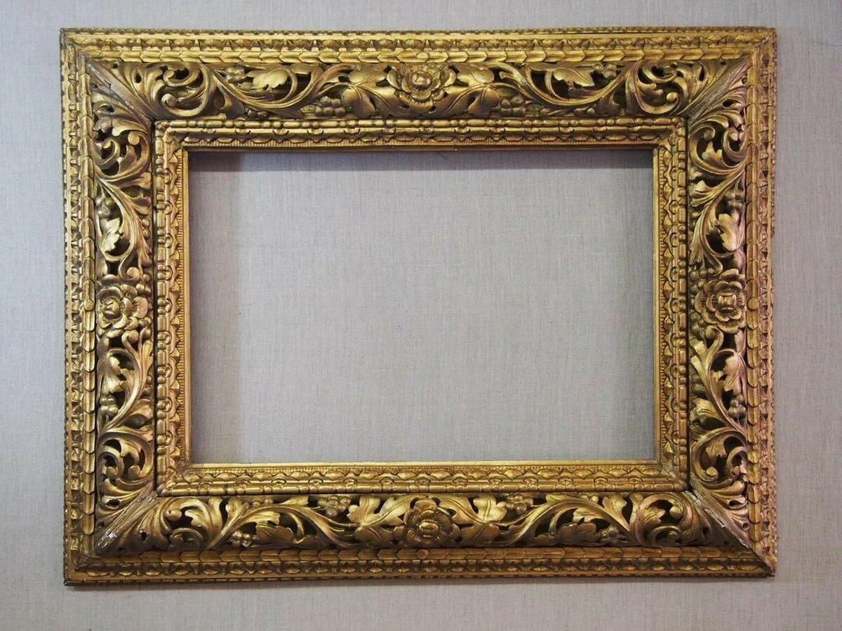 стол позолоченные рамки для фото загадочная