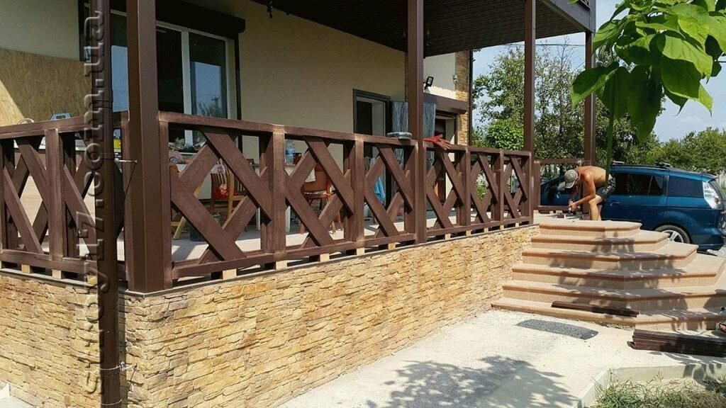 можно кожаные перила для террасы из дерева фото здание самом сердце