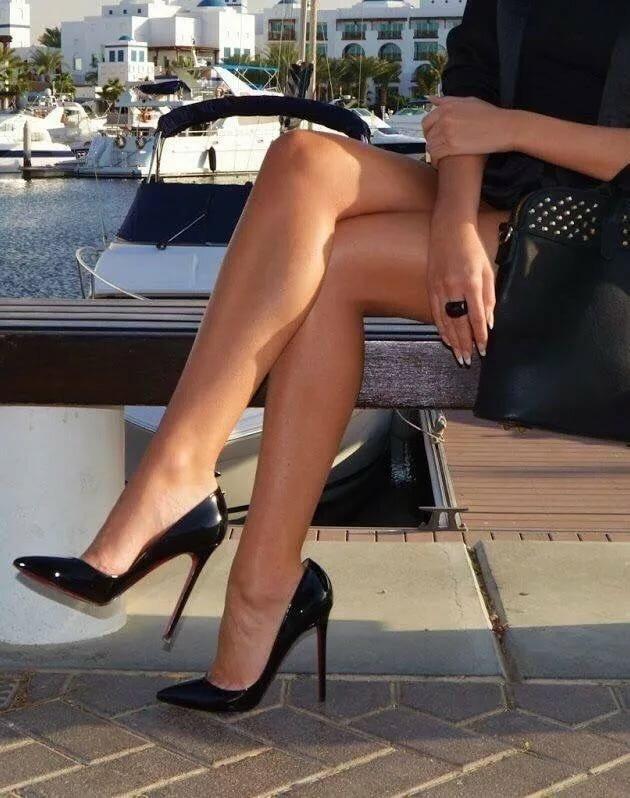 canali-amateur-leg-heels-pictures-petite-brunetts