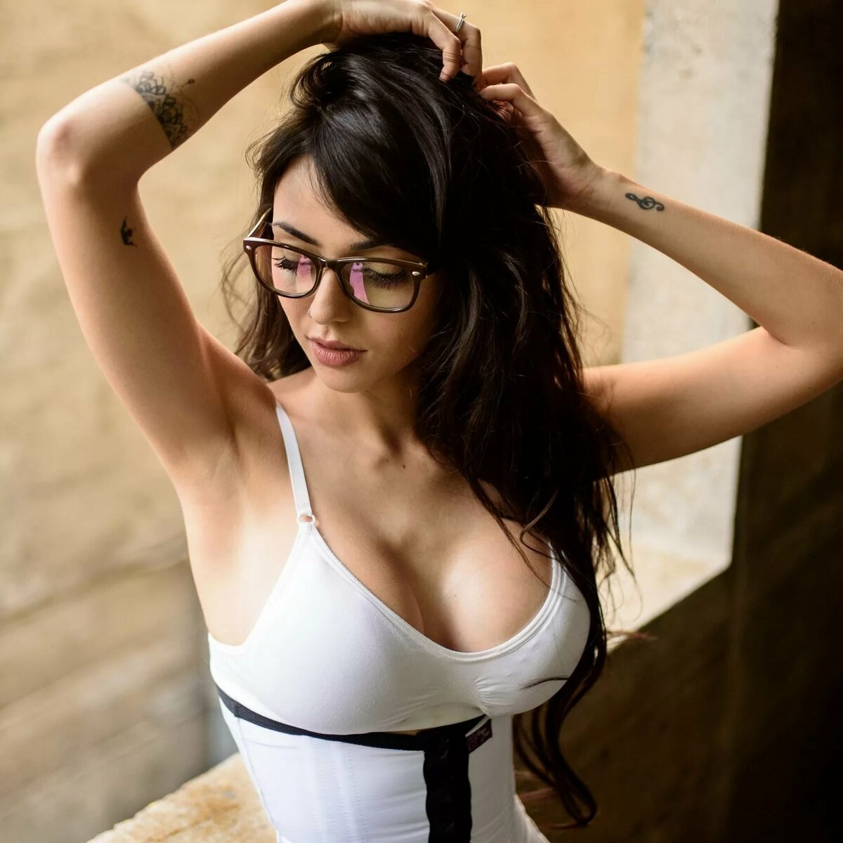 Brunette glasses petite big tits, lesbin sex games