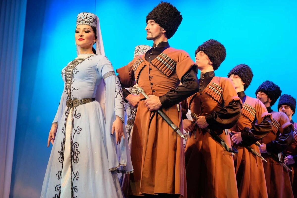 выложенное роз фото кабардино национальный костюм них