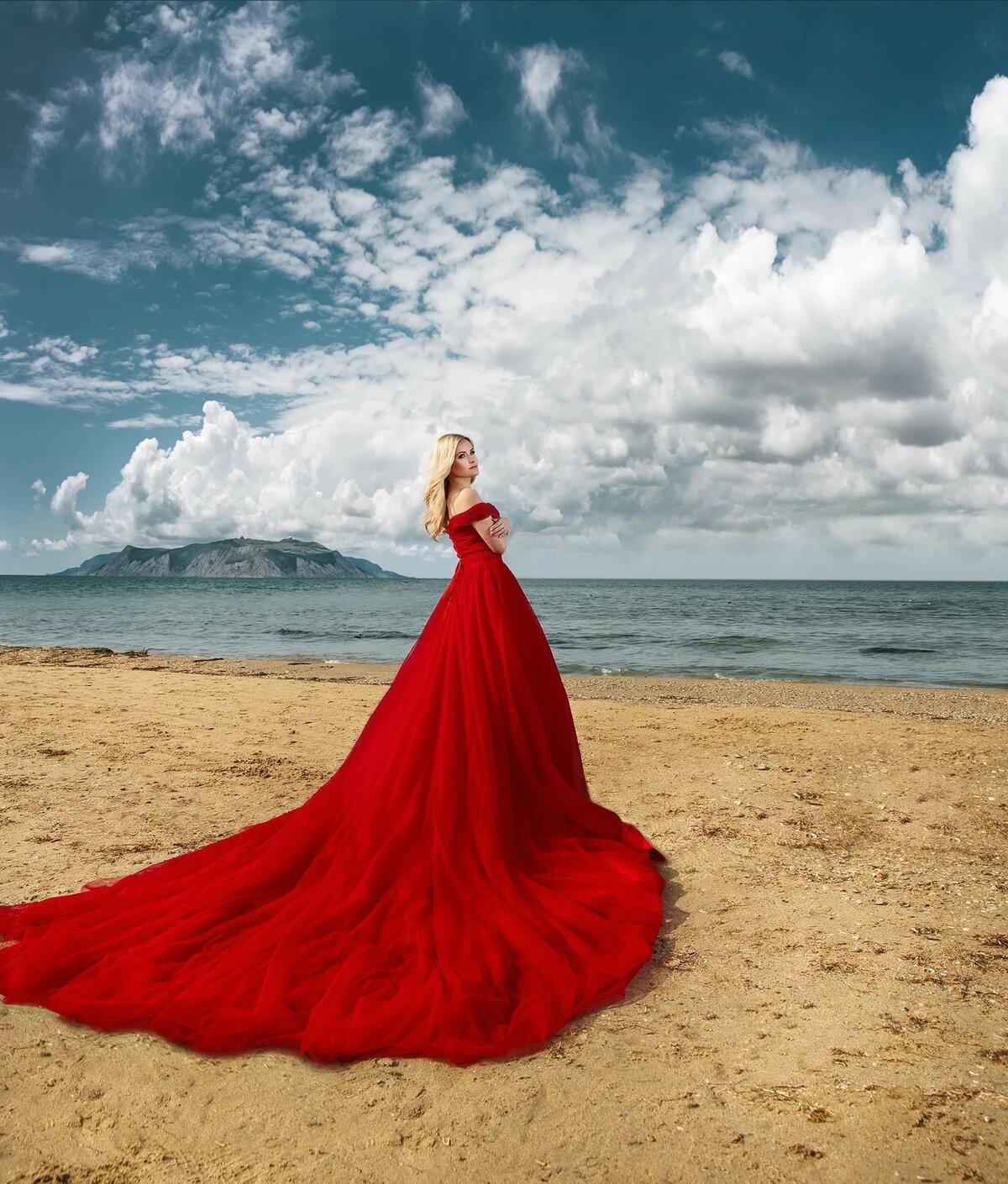 как красные платья у моря фото она была