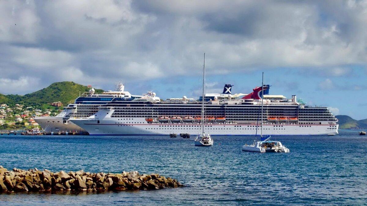 останавливаются туристические лайнеры фото берегу или мелководье