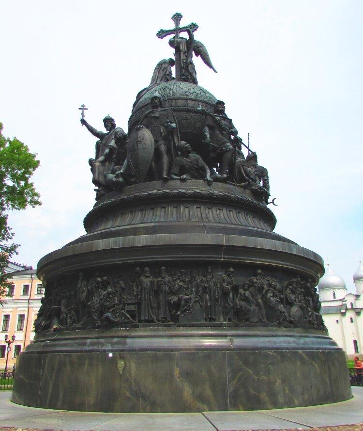20 сентября 1862 года вНовгороде открыт памятник «Тысячелетие России»