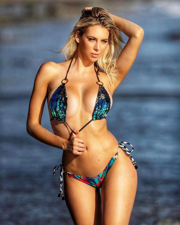 girl-photos-girl-bikini-model-meaty-pussy
