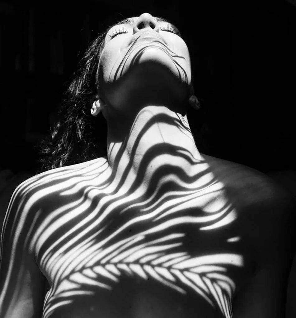 Картинки черно-белые тело