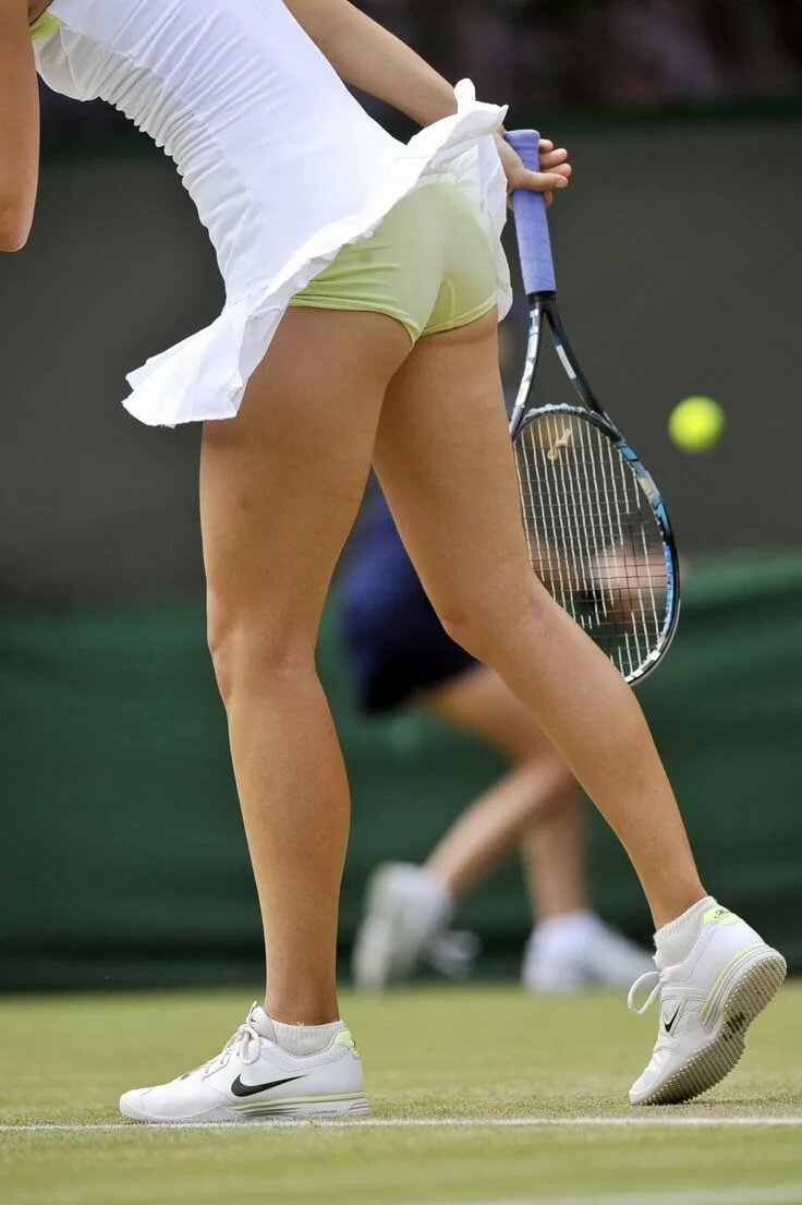 Tennis girl hot legs