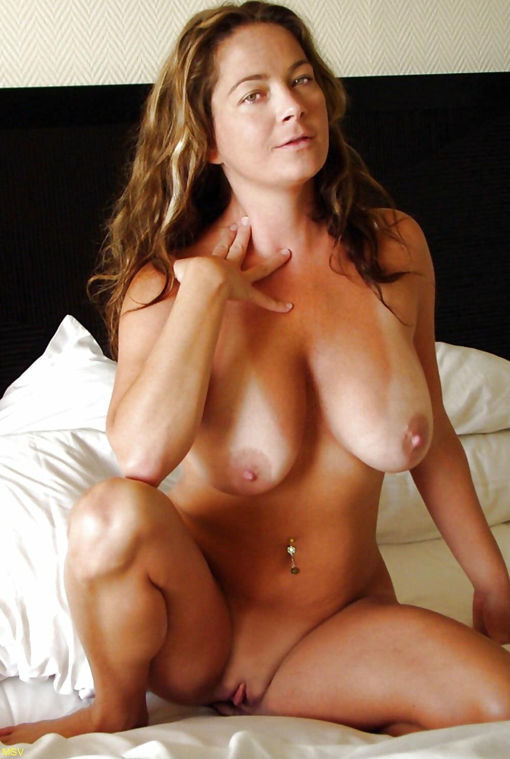 Busty Nude Amateurs