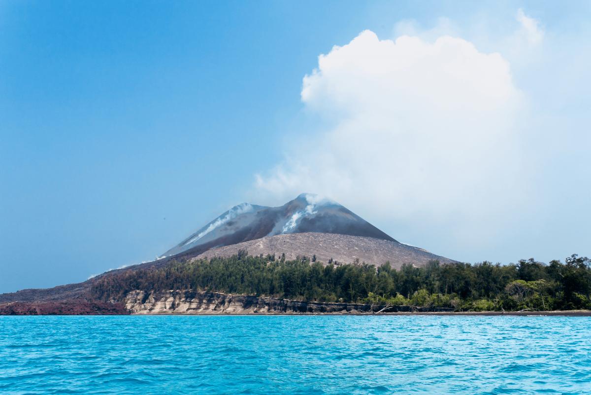 было картинки про остров вулкана или баварский