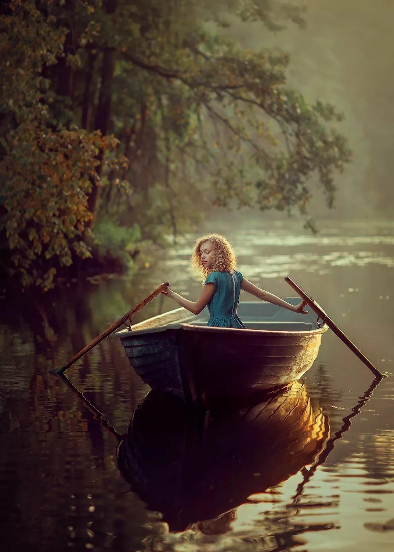Девушка в лодке фото картинки