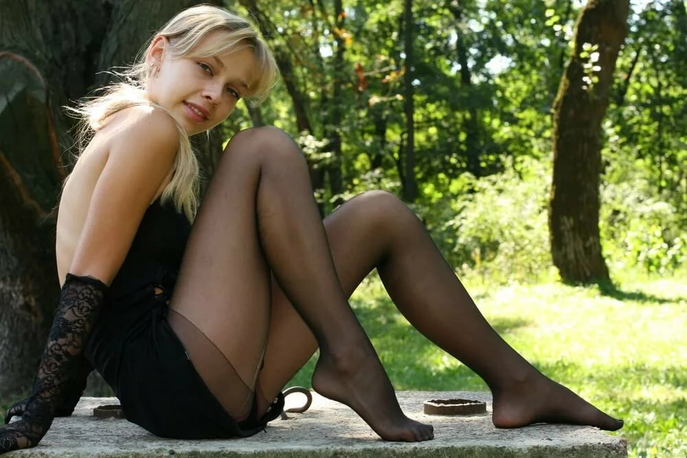 Pretty Blonde Teen Babe Mima A In Stockings Spre Fuq 1