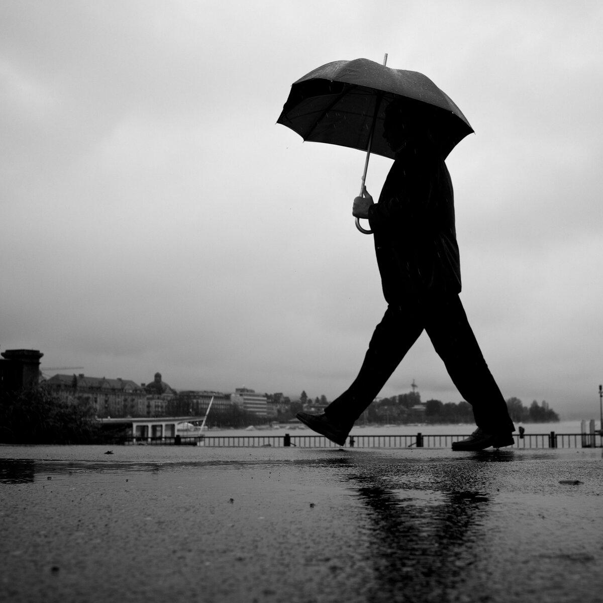 том, мужчина с зонтом картинка запросу