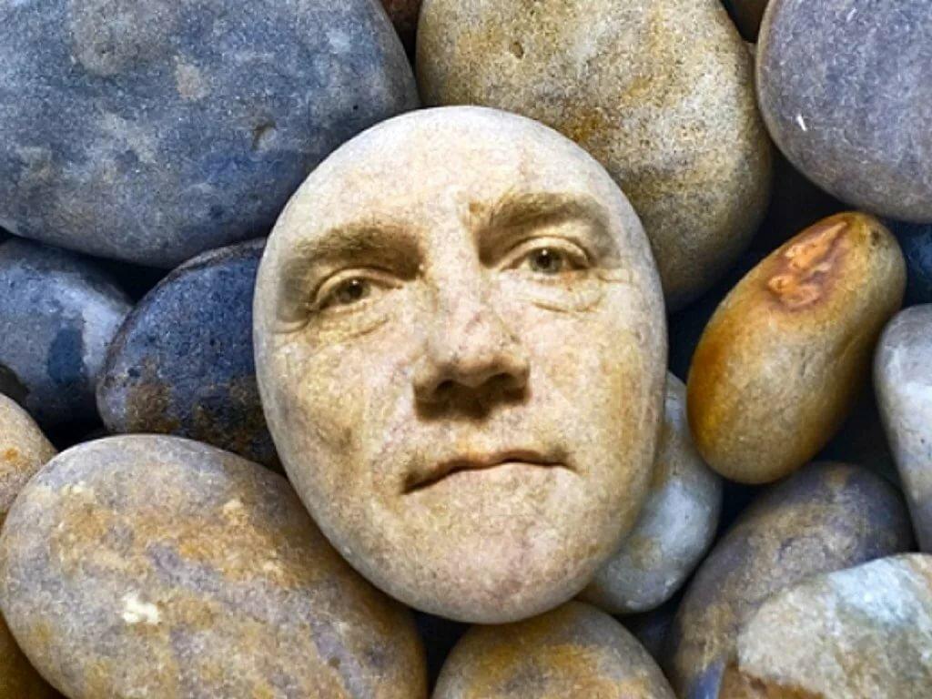 каменные лица картинки далеко