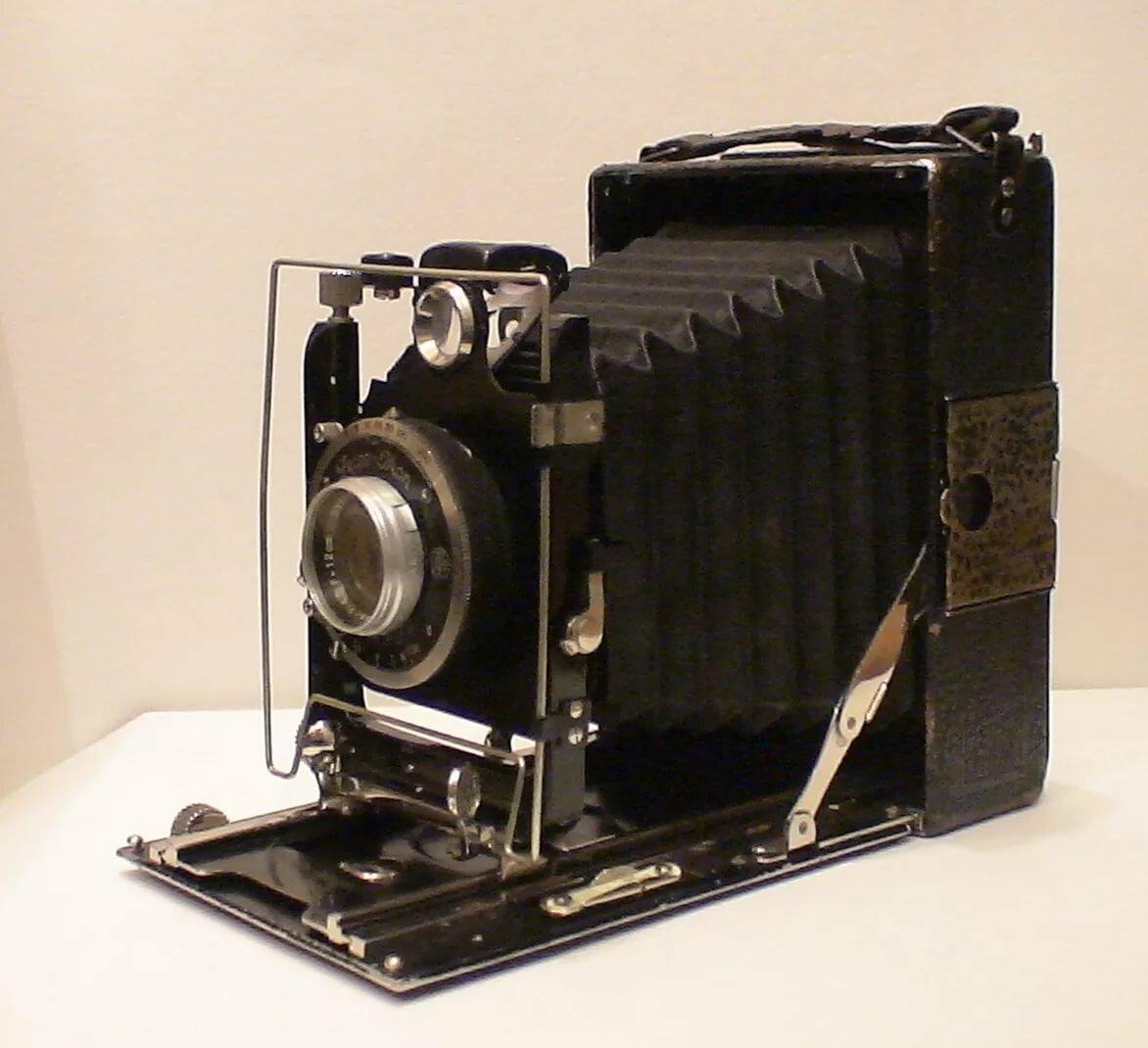 немецкая фотокамера гармошка крупных сильных сводных