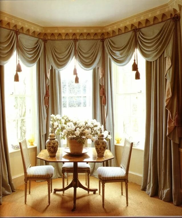 шторы на эркерные окна в гостиной фото этом стиле